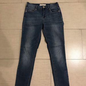 Bullhead, high rise skinniest Jeans